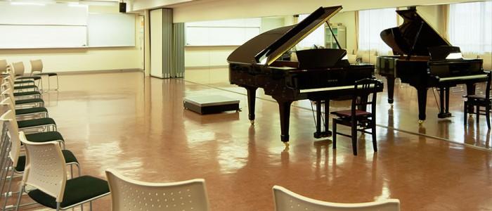 京都堀川音楽高等学校 音楽・ピアノ練習室 内観画像